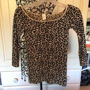 Leopard off-the-shoulder top!